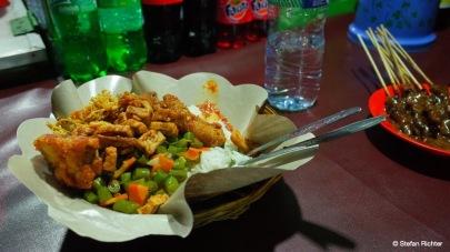 Es gibt heute Nasi Campur, also Reis mit Gemüse und Hühnchen.