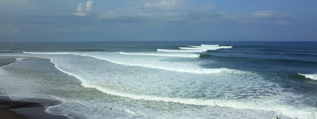 Auf die Wellen in Indonesien ist Verlass.