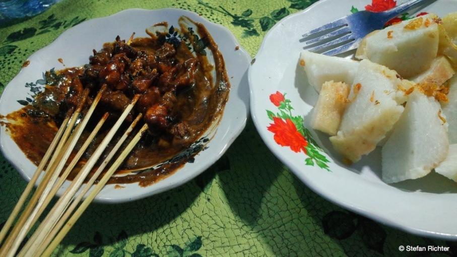 Schnelles Abendessen: Sate Ayam (Hühnchenspieße in Erdnusssauce mit Sticky Rice).