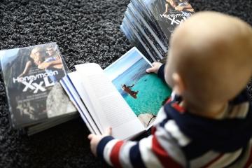 Finn schaut Bilder...