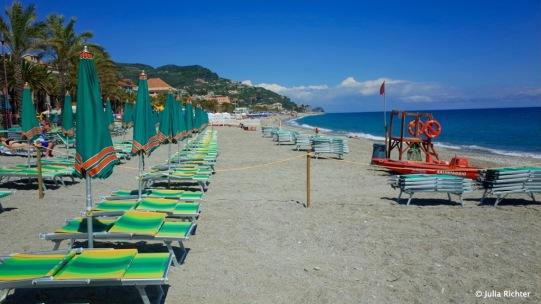 Der Strand von Finale Ligure in der absoluten Nebensaison.