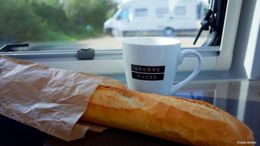 Grosse Pause mit Baguette in Frankreich.