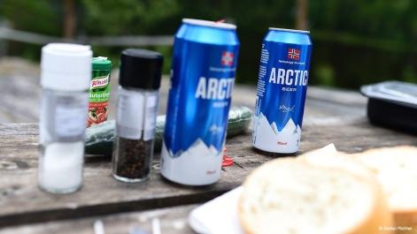 Heute wird gegrillt. Dazu gibt ein ein kaltes Bier.