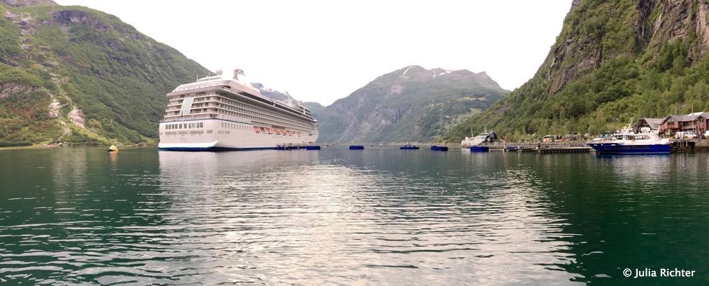 Der Geirangerfjord ist auch bei den großen Kreuzfahrtschiffen beliebt.