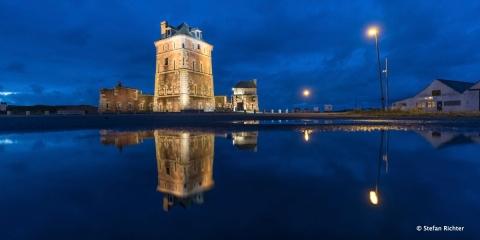 Der Vauban Turm bei Nacht.